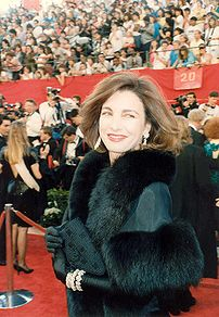 Anne Archer on the red carpet at the 1989 Acad...
