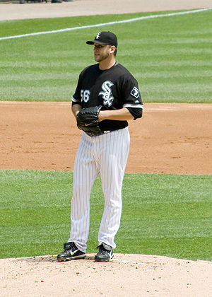 Mark Buehrle takes a sign during his 2009 perf...