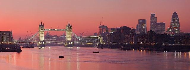 https://i1.wp.com/upload.wikimedia.org/wikipedia/commons/thumb/6/6e/London_Thames_Sunset_panorama_-_Feb_2008.jpg/640px-London_Thames_Sunset_panorama_-_Feb_2008.jpg