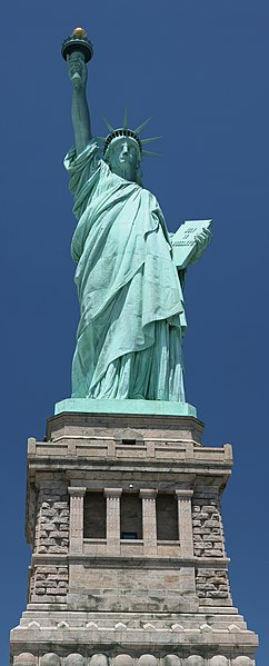 Statue of Liberty frontal 2.jpg