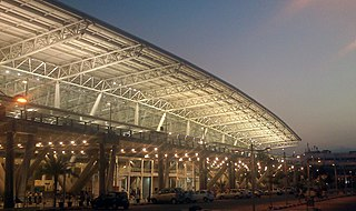 https://i1.wp.com/upload.wikimedia.org/wikipedia/commons/thumb/6/6f/Chennai_airport_view_4.jpeg/320px-Chennai_airport_view_4.jpeg