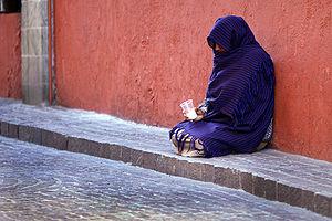 English: Woman beggar, Guanajuato, Mexico Espa...