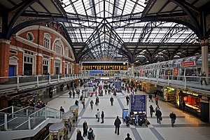 English: The concourse of Liverpool Street sta...