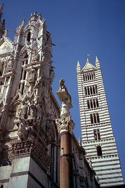 wieża (kampanila) katedry w Sienie