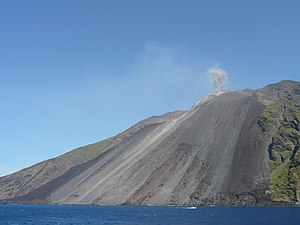 English: Picture of the Stromboli island/volca...