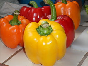 English: Variety of bell peppers.