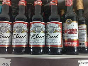 American und Tchech Budweiser in Tray
