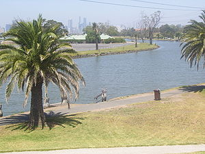 English: Maribyrnong River at Footscray lookin...