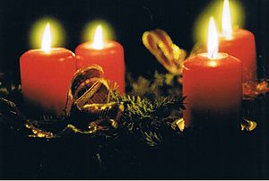 Deutsch: Advent vier Kerzen