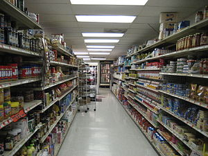 Aisle in Grocery store in New Orleans, 2008. (...