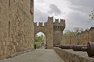 Walls, gate, tower and cannons, palace of the ...