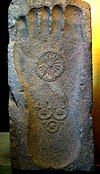 Bàn chân Ph�t trên đá (Ph�t túc thạch 佛足石, sa. buddhapada, thế kỉ 1 Càn-đà-la)
