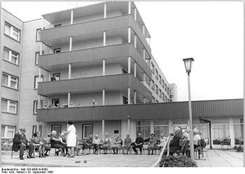Bundesarchiv Bild 183-W0919-0008, Neubrandenbu...