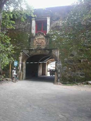 English: One of the gates, Galle fort in Sri L...