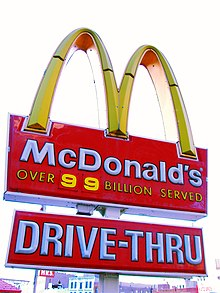 220px Harlem Micky Dz - O primeiro McDonald's do Comunismo?