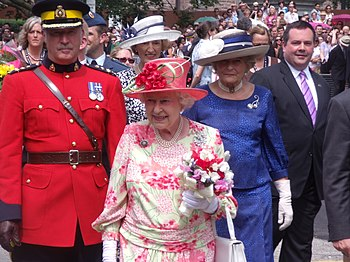 English: Queen Elizabeth II at Queen's Park