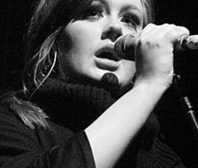 Adele Bei Einem Auftritt Im Jahr 2009