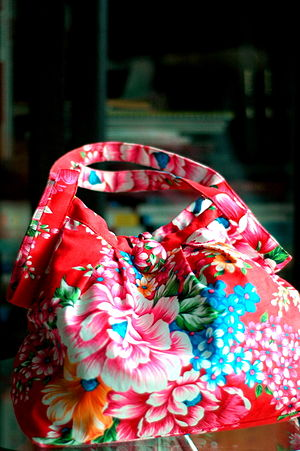 English: A Hakka-style floral print fabric tot...