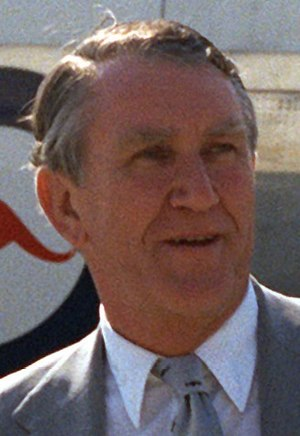 Malcolm Fraser is welcomed at Andrews Air Forc...