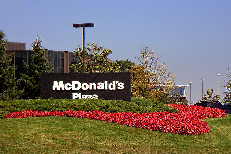 https://i1.wp.com/upload.wikimedia.org/wikipedia/commons/thumb/7/74/McDonaldsHQIL.jpg/800px-McDonaldsHQIL.jpg