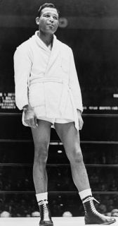 American boxer Sugar Ray Robinson (1921-1989) ...