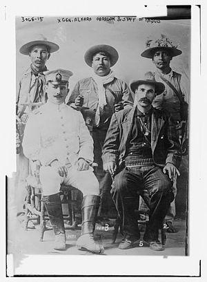 English: Gen. Alfaro Obregon and staff of Yaquis