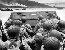 Sbarco di fanti statunitensi della 1ª Divisione ad Omaha Beach.