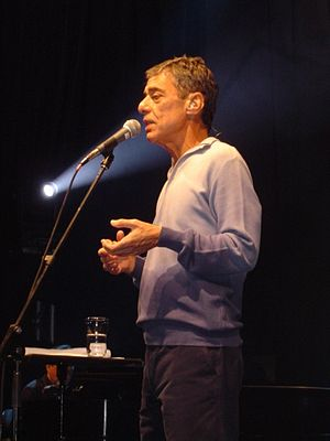 English: Chico Buarque performing in 2007