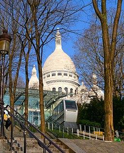 Funiculaire de Montmartre devant le Sacré-Cœur