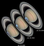 Fenômenos do tipo aurora produzido na atmosfera superior de Saturno e observado perto HST.