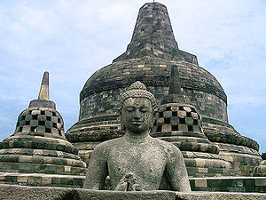 English: The main Stupa crowning the Borobudur...