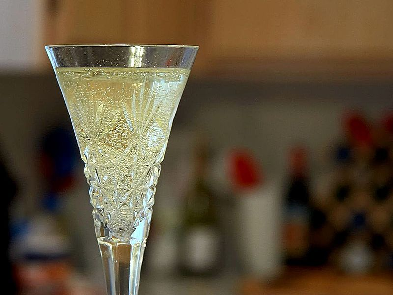 File:Champagne flutes glasses bubbles.jpg