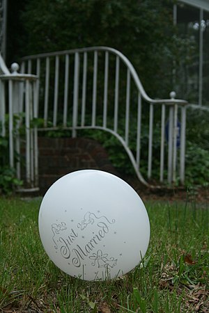 "A discarded ""Just Married"" balloon r..."