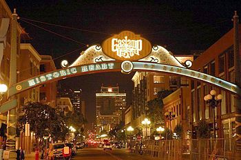 English: Gaslamp Arch