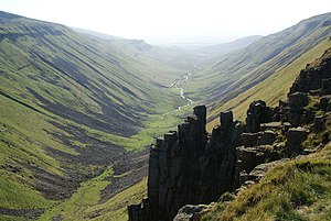 English: Rock formations at the head of High C...