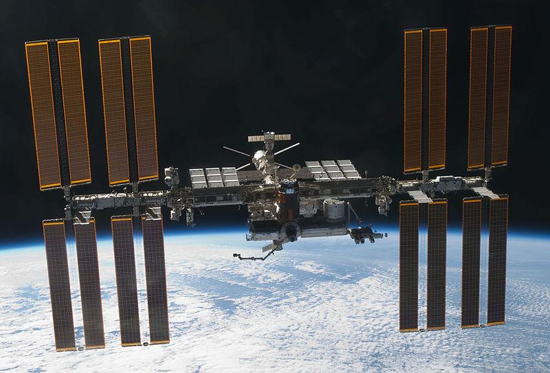 Attēls:STS-133 International Space Station after undocking.jpg
