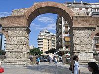 Arco de Galerio, en Salónica, erigido por el emperador Galerio para celebrar su victoria sobre los sasánidas. En sus relieves se representan la victoria militar y el triunfo de Galerio.