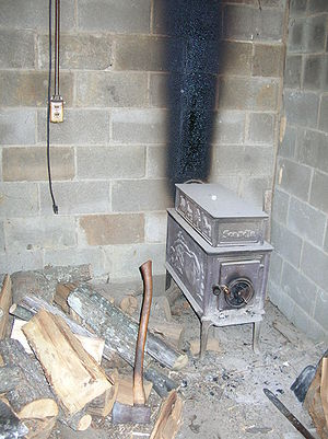 English: Wood burning stove at Benton's Countr...
