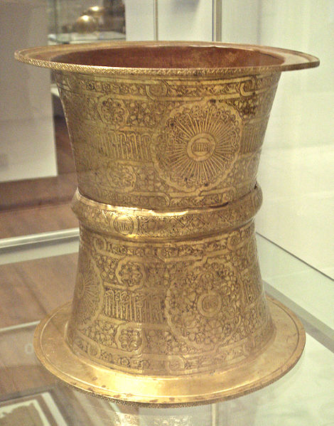 File:Brass tray stand Egypt or Syria in the name of ibn Qalaun 1330 1340.jpg