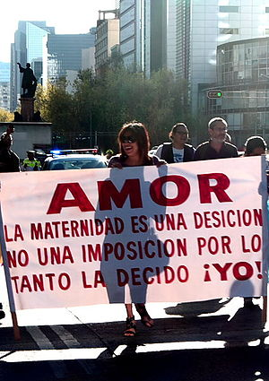Español: Feministas marcharon del Monumento a ...