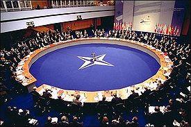 https://i1.wp.com/upload.wikimedia.org/wikipedia/commons/thumb/7/7e/NATO-2002-Summit.jpg/275px-NATO-2002-Summit.jpg