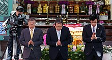 Moon Jae-in and Leader of the then-Saenuri Party Kim Moo-sung (centre) at the Buddha's Birthday ceremony in May 2015