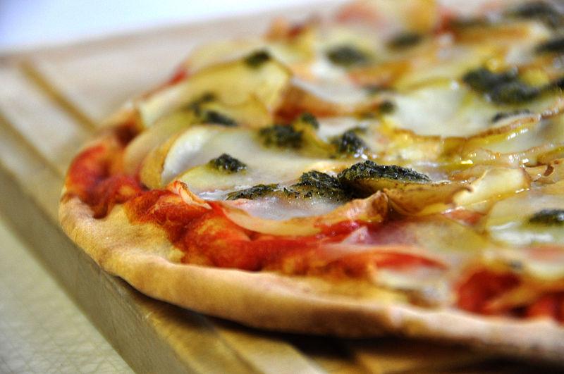 File:Flickr - cyclonebill - Kartoffelpizza med rosmarinpesto.jpg