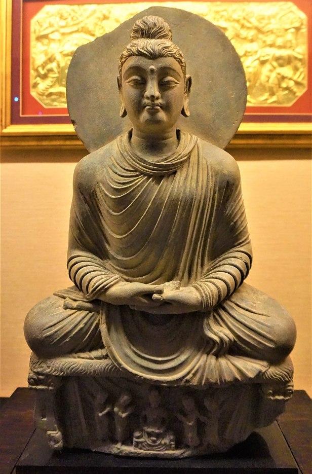 Meditating Buddha Shakyamuni - www.joyofmuseums.com - Buddha Tooth Relic Temple and Museum