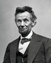 Lincoln envelhecido com uma barba.