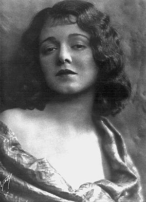 Janet Gaynor in a photograph of 1927