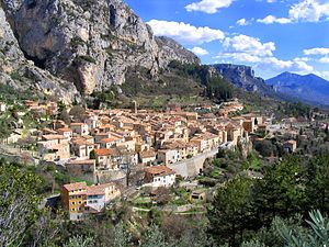 English: Moustiers-Sainte-Marie village seen f...