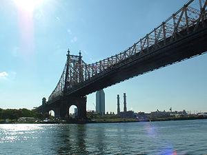 Queensboro Bridge gezien vanaf Roosevelt Islan...