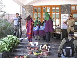 English: TV Interviewers with anti BT Brinjal ...