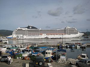 Kreuzfahrtschiff MSC Poesia in Ajaccio